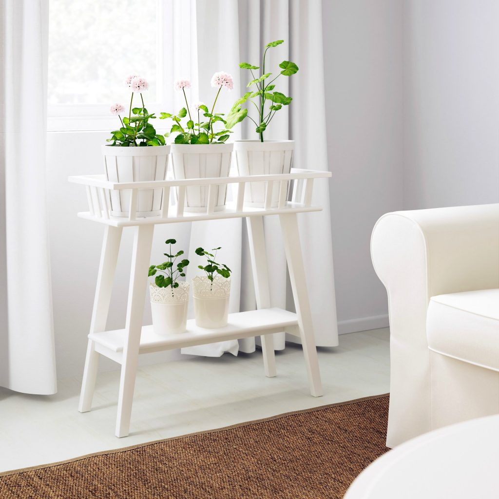 36 diy plant stand ideas for indoor and outdoor decoration for Ikea green side table