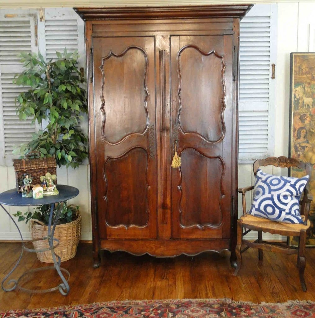 Armoire D Angle Dressing closet style: the difference between walk-in, reach-in
