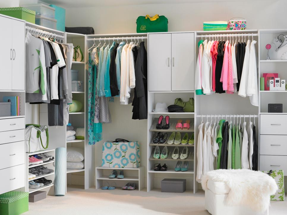 Walk In Closet Style. Fitted Wardrobes