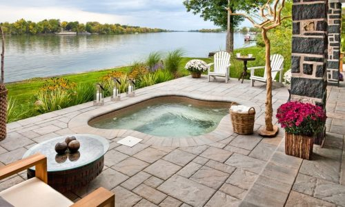 Here's a List of Outdoor Jacuzzi Ideas and Inspiration for Your Home Goals