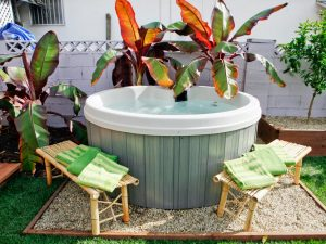 Small Outdoor Jacuzzi Design