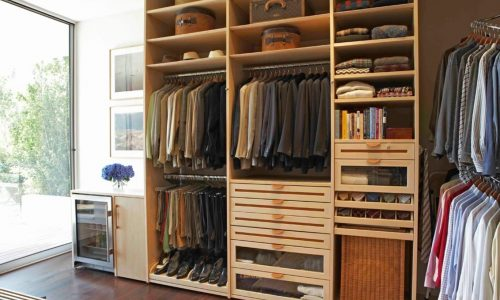 Styles of Closet: The Difference Between Walk-in, Reach-in & Armoires Closet