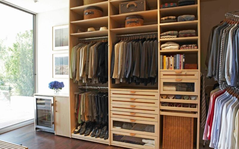 The Difference Between Walk-in & Reach-in Closet Style