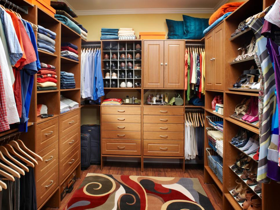 37 luxury walk in closet design ideas and pictures for Walk in closets designs ideas