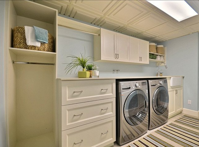 Etonnant Basement Laundry Room With Storage Cabinets And Shelving