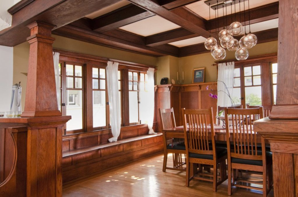 Craftsman style house history characteristics and ideas for Mission style decorating living room