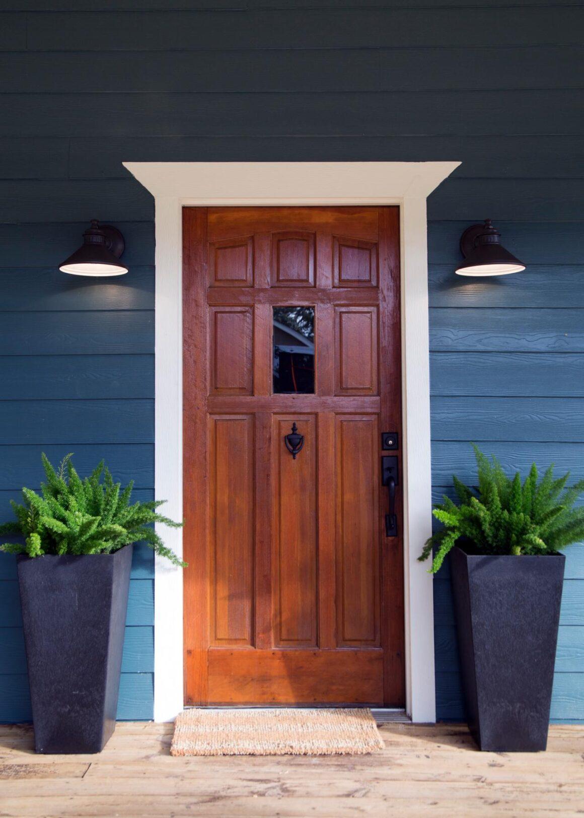 Смотреть фото дверь в деревянный красивый дом