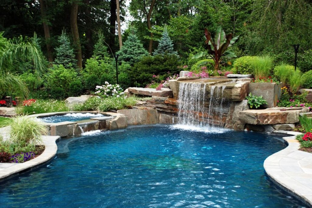 35 luxury swimming pool designs to revitalize your eyes for Big garden pools