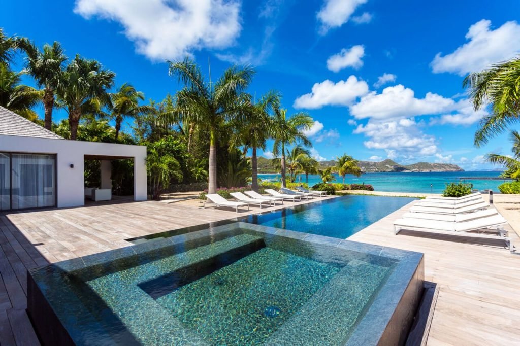 35+ Luxury Swimming Pool Designs to Revitalize Your Eyes