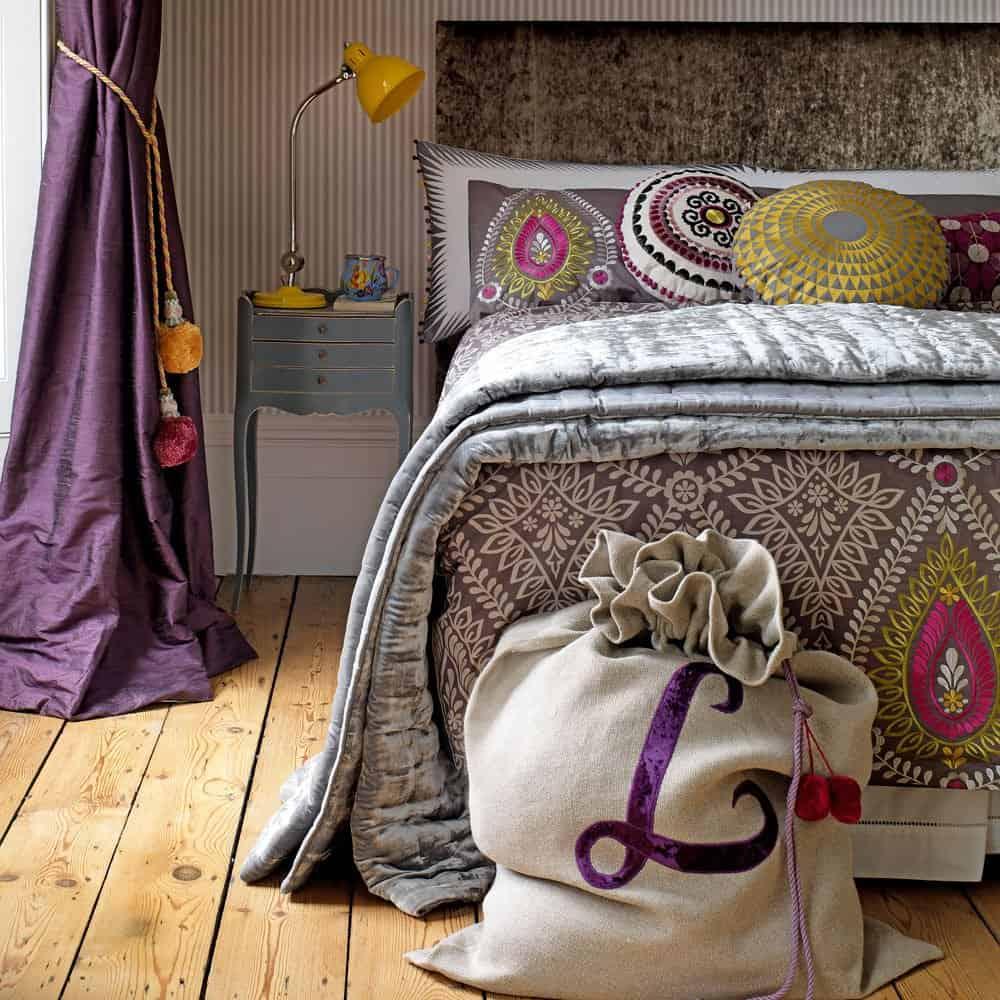 purple bedroom color pattern