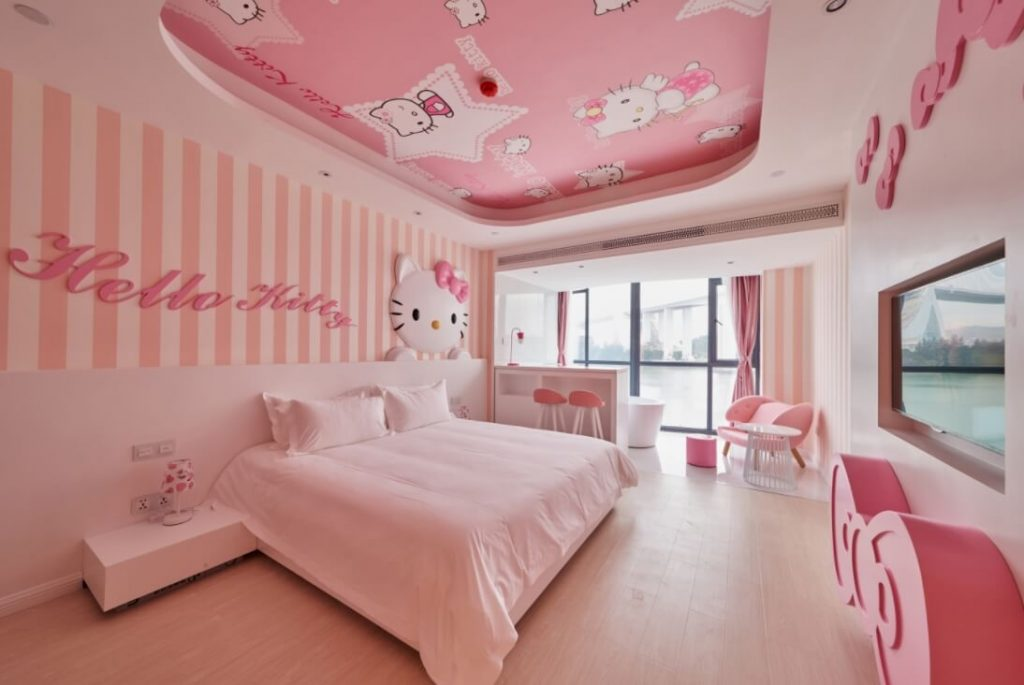 Charming Girlu0027s Bedroom With Hello Kitty Wall Decoration