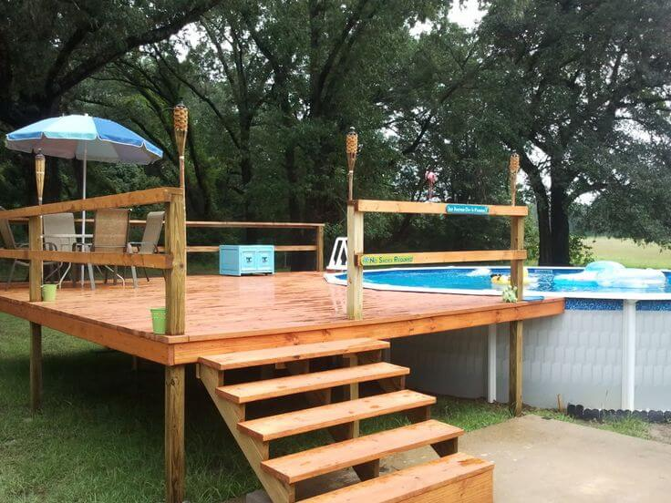 Small deck for swimming pool in small backyard