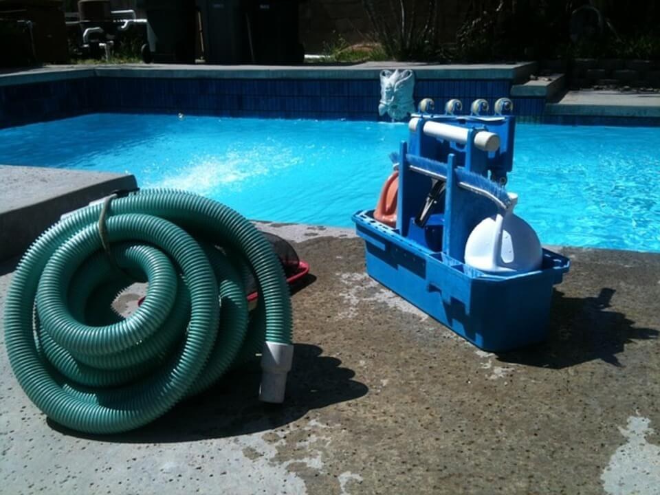 cleaning pool before winter
