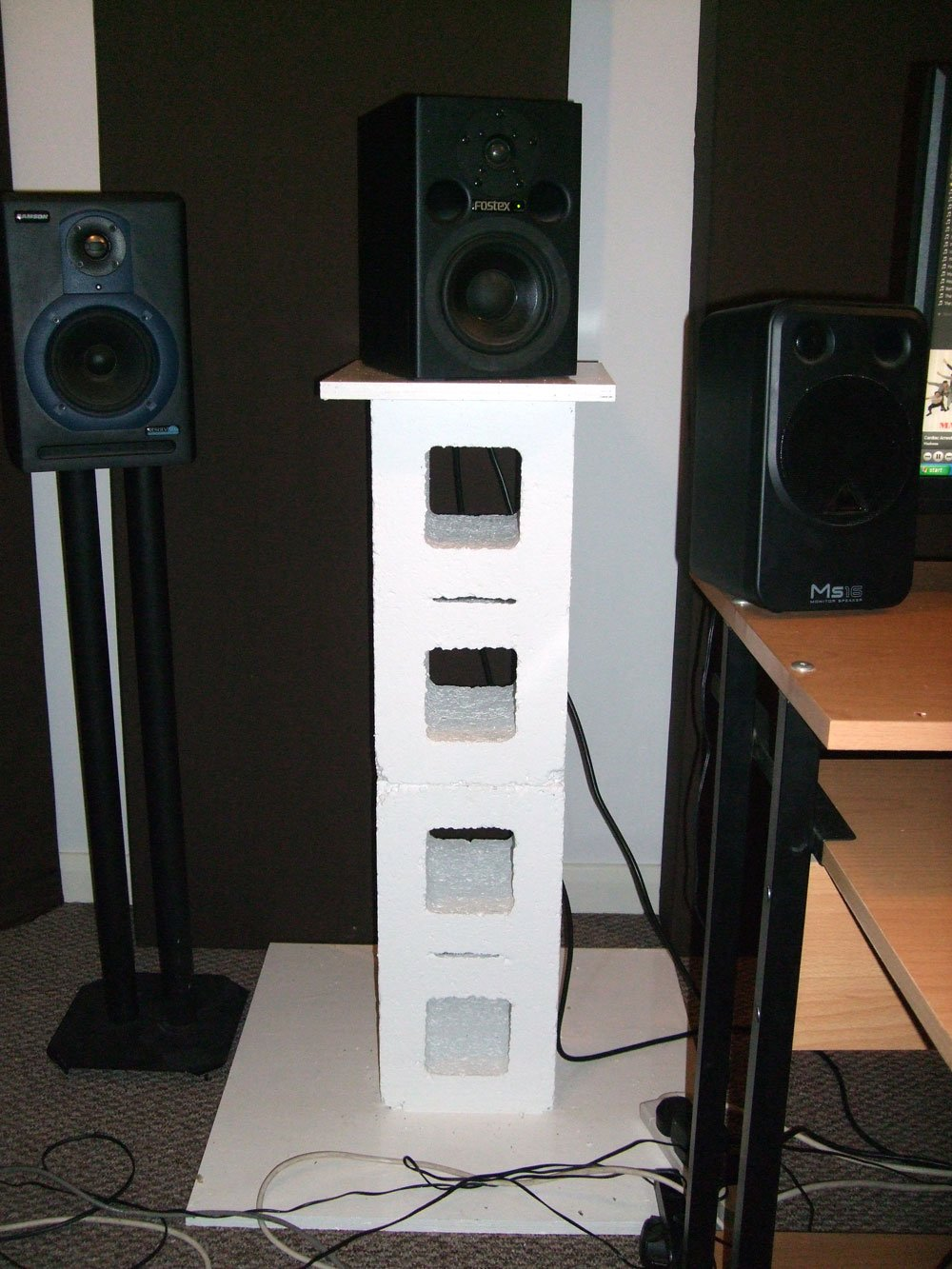 26 Creative Diy Speaker Stand Ideas (Easy To Make) - Cinderblock Speaker Stand