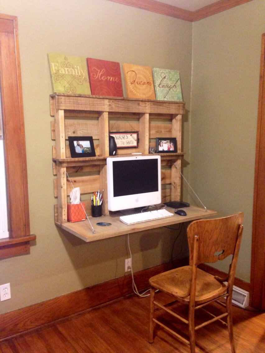 Wooden Pallet DIY Computer Desk
