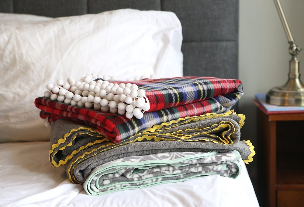 51 Diy Christmas Gift Ideas That Your Friends &Amp; Family Will Love - Diy Fleece Blanket 1