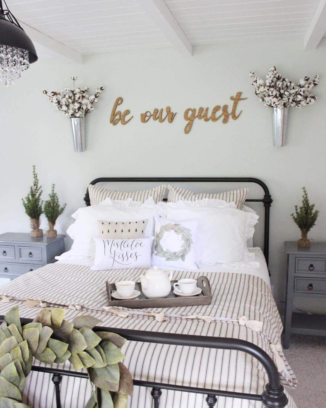 21 Enchanting Farmhouse Bedroom Decor Ideas For 2021