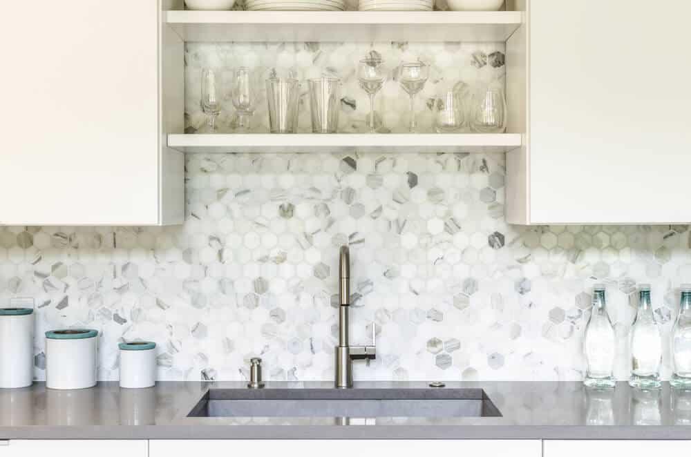 Honeycomb Patterned Kitchen Backsplash