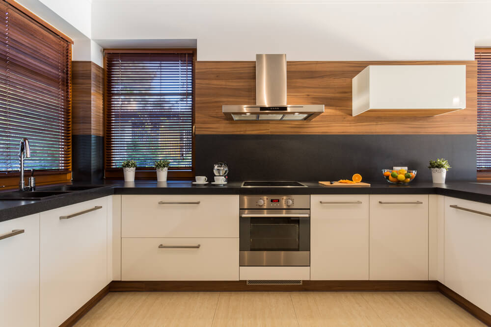 Two-tone kitchen backsplash