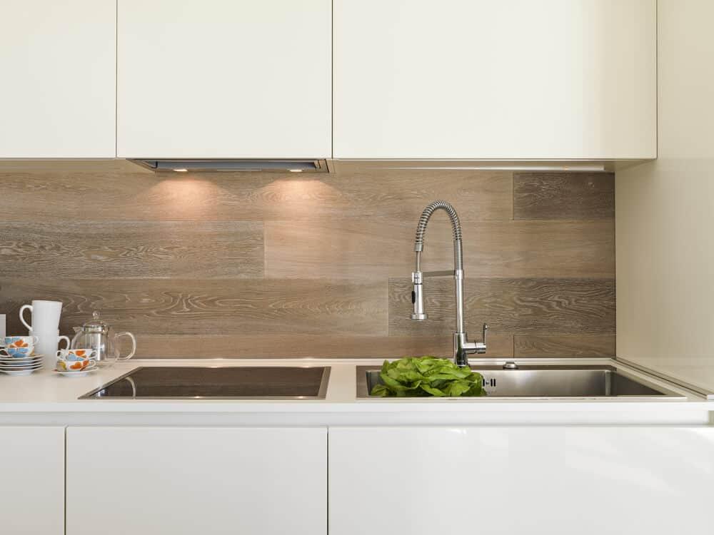 wood patterned kitchen backsplash