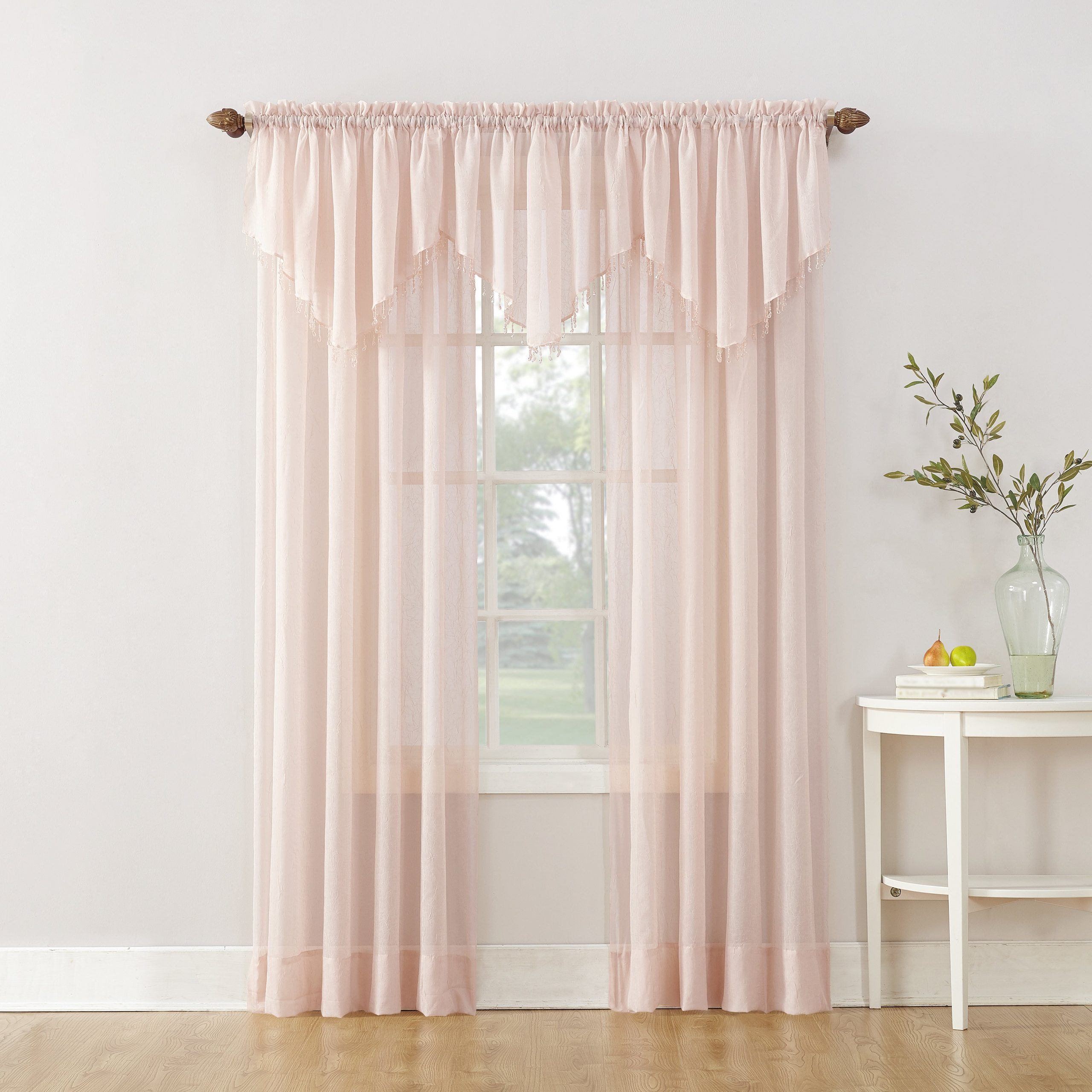 Use a Gauze Curtain with a Delicate Style