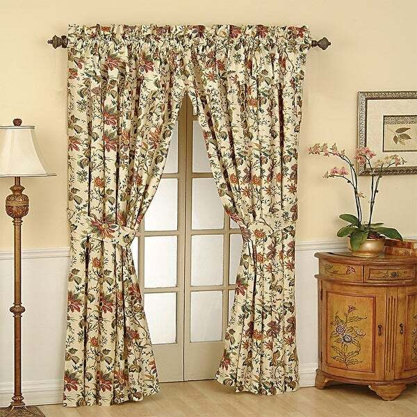 These Floral Curtains Bring a Dash of Vintage Into Your Home