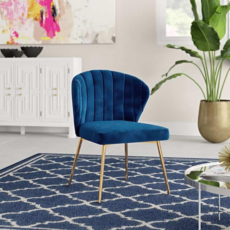 Cozy Wide Velvet Chair